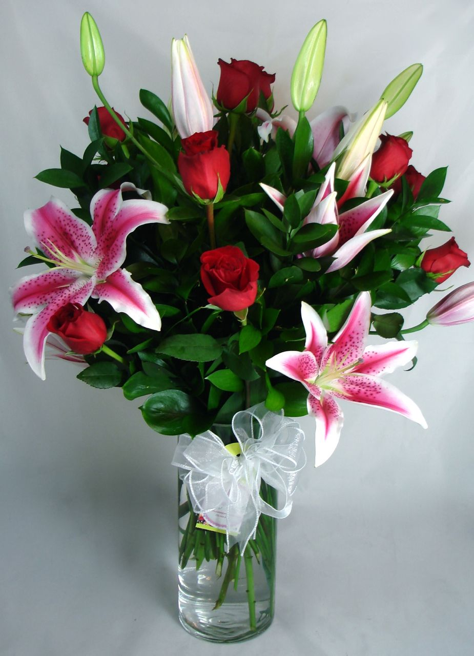 Grand Spectacle – 12 Long Stem Roses with Lilies