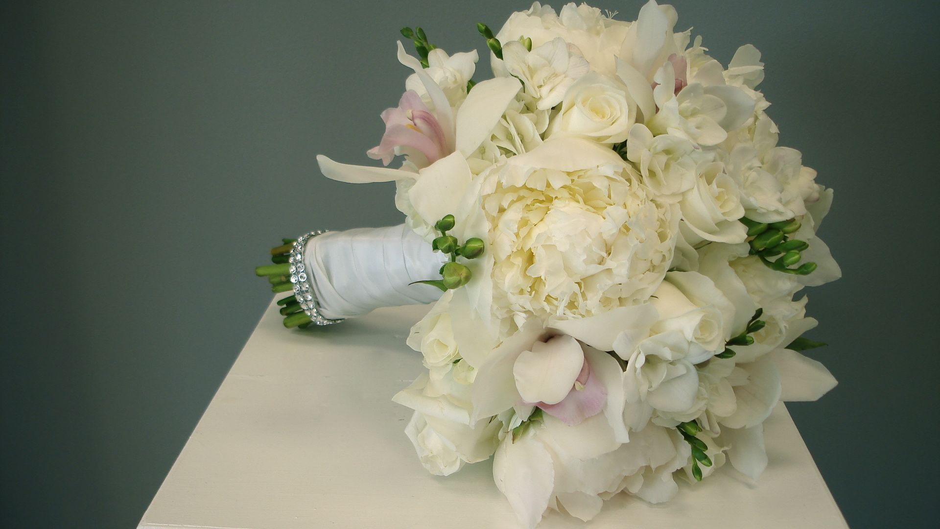 Spring wedding flower arrangements the seasons prettiest picks bridal bouquet izmirmasajfo
